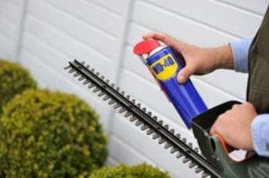 Hoe kan WD-40 gebruikt worden in de tuin?