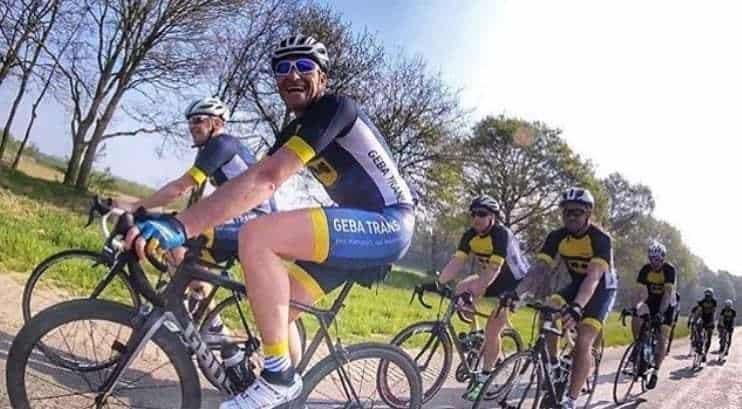 BIKE-fietsers-bicyclettes-droog en stoffig terrein - schoonmaken